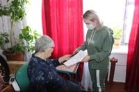 Руководитель «серебряных волонтеров» Уйского района посетила инвалида.